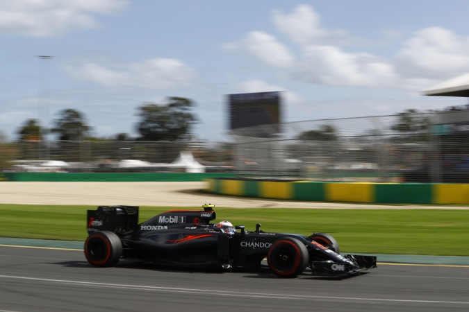 Bild: Jenson Button - McLaren - McLaren MP4-31 - Honda